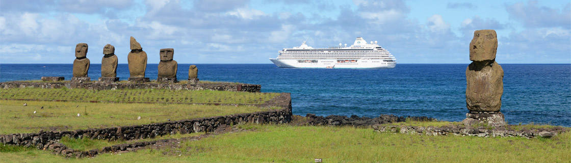 Cruise ship tour, Easter Island shore excursion, Tahai moai statues, ocean