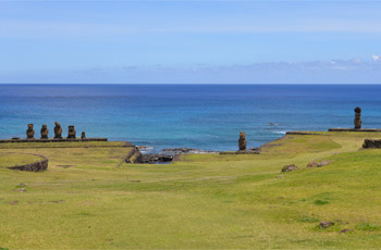 Tahai restored coastal village with raised moai statues